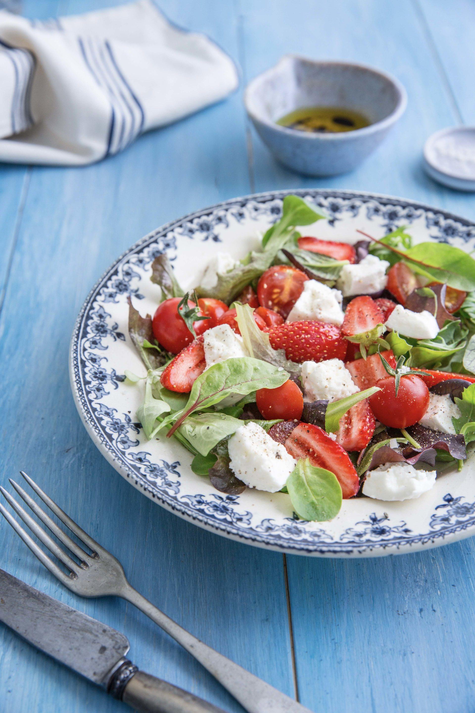 Salade fraises tomates mozzarella © Albane Hemon